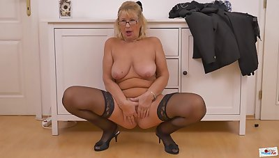 Blondie Granny Strips Plus Fingers Pussy - housewife