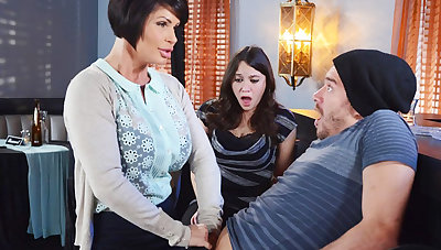 Horny mom make a gift to say no to wet pussy
