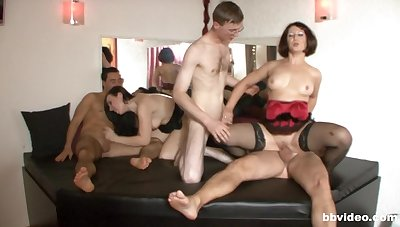 MILFs approximately crazy scenes of orgy porn with hunks