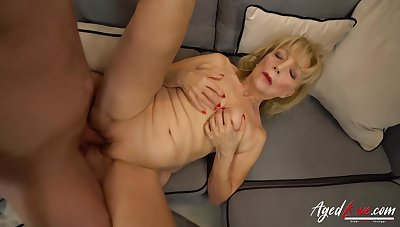 Mature blonde unsubtle with saggy tits is sucking a fresh dimension to stick, before riding it as though crazy