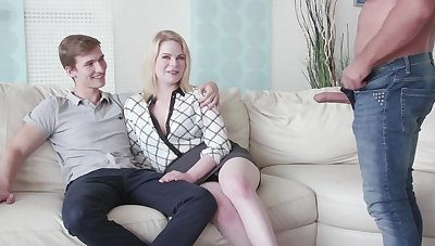 Cuckold phase watches his GF Adry Berty having sex with a alien