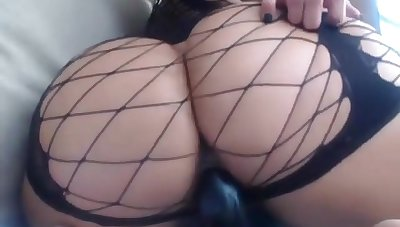 Amazing well-endowed indulge with a big butt masturbating on cam