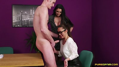 Skinny ladies' with a large locate gets a BJ from Brooklyn Blue & Hannah Shaw