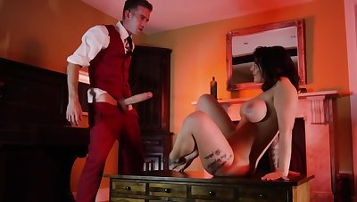 Motel guest spreads legs be advisable for a lucky servant with a huge penis