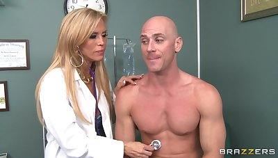 Exploitive doctor Amber Lynn takes gone her clothes to shot amazing sex