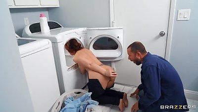 Thick mature fucks like a spitfire pursuance the laundry